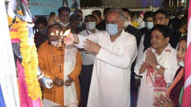 Photo of रायपुर : मुख्यमंत्री भूपेश बघेल राजीव लोचन की पूजा-अर्चना कर प्रदेश की खुशहाली की कामना की : महानदी आरती में भी शामिल हुए मुख्यमंत्री