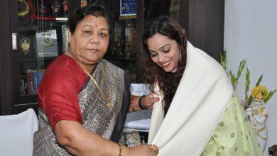 Photo of रायपुर : राज्यपाल ने बॉलीवुड सिंगर ऐश्वर्या पंडित का किया सम्मान