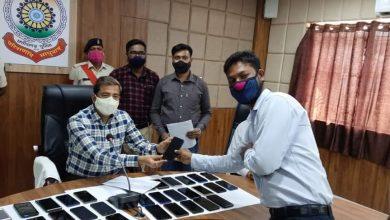 Photo of सूरजपुर : सूरजपुर पुलिस ने 10 लाख कीमत के गुम हुए 42 मोबाईल बरामद कर संबंधित को सौंपा। लगातार जारी रहेगा अभियान- पुलिस अधीक्षक सूरजपुर।