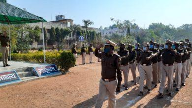 Photo of सूरजपुर : पुलिस अधीक्षक ने उत्कृष्ट वेशभूषा व परेड पर जवानों को किया पुरस्कृत।