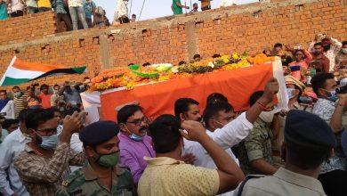 Photo of जांजगीर- चांपा : नक्सली मुठभेड़ में शहीद हुए उप निरीक्षक दीपक भारद्वाज को राजकीय सम्मान के साथ दी गई अंतिम विदाई