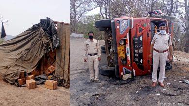 Photo of सुरजपुर : घाट पेंडारी पर पलटी बिस्कीट से भरी ट्रक, मौके पर फौरन पहुंची सूरजपुर पुलिस।