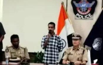 Photo of आंध्र प्रदेश : कलेक्टर का अपहरण करने वाले खूंखार नक्सली ने किया सरेंडर।