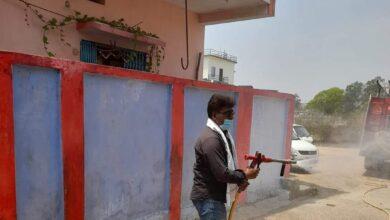 Photo of सूरजपुर : सामुदायिक स्वास्थ्य केंद्र सहित शिवनंदनपुर के कुछ वार्डों को आज सैनिटाइजर किया गया।